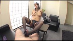 【クリスタル映像】妻にバレたくない部下との痴女残業NTR #002