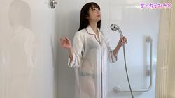 【着衣濡れ透けシャワー・ホテルガウン編】-えっちなみさと-